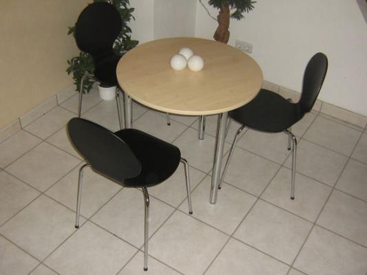schwarze vierfu st hle. Black Bedroom Furniture Sets. Home Design Ideas